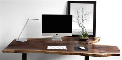 travailler debout bureau travaillez debout et assis grâce à ces bureaux ajustables