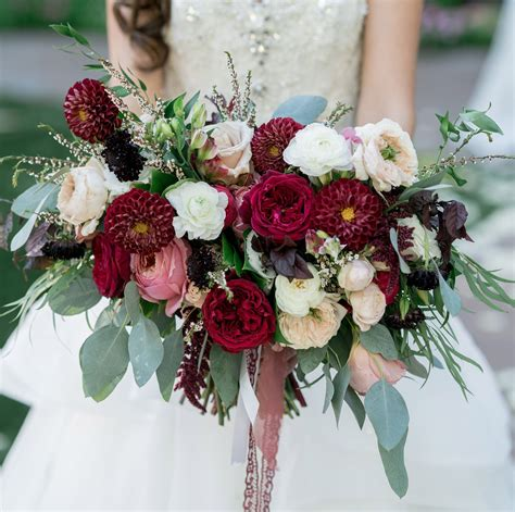 romantic red pink bridal bouquets perfect  valentine