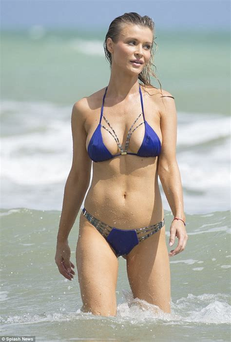 topless petite public toilet joanna krupa in miami before posting naked video to