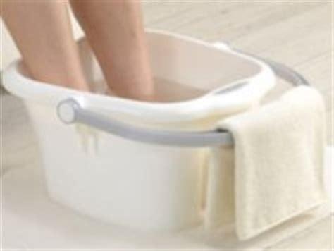 bassine pour bain de si鑒e soins des pieds pédicure les bienfaits d 39 un bain de pied pour tout notre corps pieds fatigués chauds nailartangel