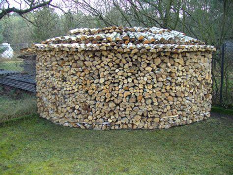 Gespaltene Holzmenge Auf Begrenzten Raum Unterbringen
