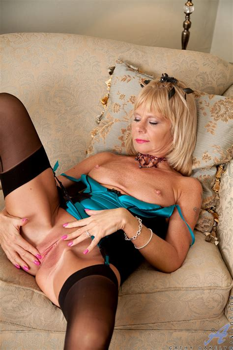 Blonde Cougar Cathy Oakely Wears Sexy Stockings As She