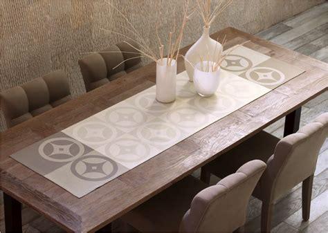 table blanche cuisine le jacquard français chemin de table de la table