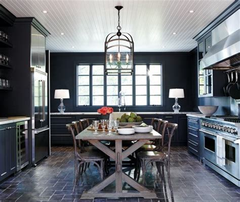 COLOR WATCH: DARK ROOMS   PITCH BLACK AND NAVY BLUE WALLS