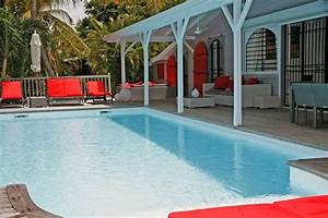 Antilles guadeloupe villa de luxe avec piscine pour 8 for Belle piscine de particulier 10 accueil location de villa en guadeloupe