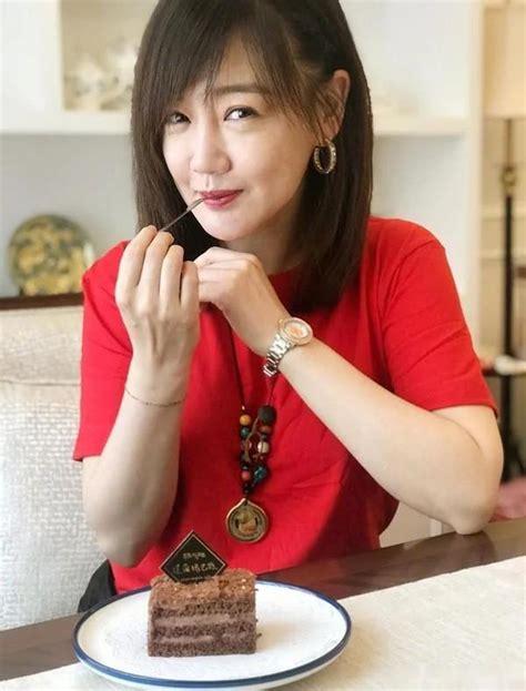 胡歌前女友薛佳凝近况,携母亲度假状态好似少女,42岁仍单身 * 阿波罗新闻网