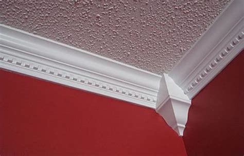 how to easily install your installing crown molding into your ceiling easily