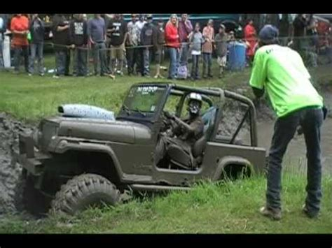 jeep mudding gone wrong how 39 not 39 to pull a truck out of the mud full clip doovi