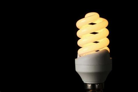 buy energy efficient light bulbs halogen cfl or led light bulbs what to buy time com