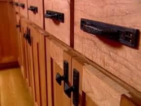 kitchen furniture handles choosing kitchen cabinet knobs pulls and handles diy kitchen design ideas kitchen cabinets