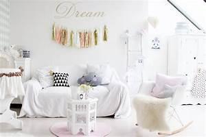 Chambre Bebe Design Scandinave : une chambre de fille pastel ~ Teatrodelosmanantiales.com Idées de Décoration