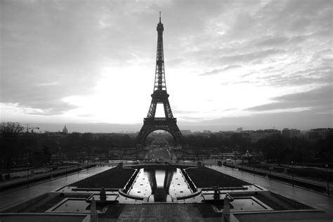 eiffel tower black and white free wallpaper