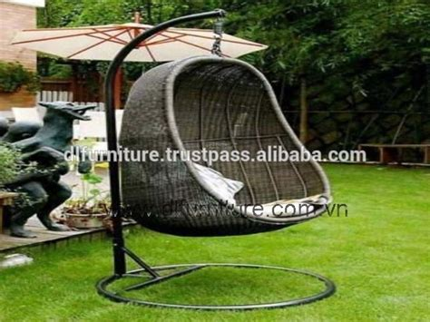 chaise suspendue à vendre best selling 2015 patio rattan hanging swing chair with wood stand buy bars rattan furniture