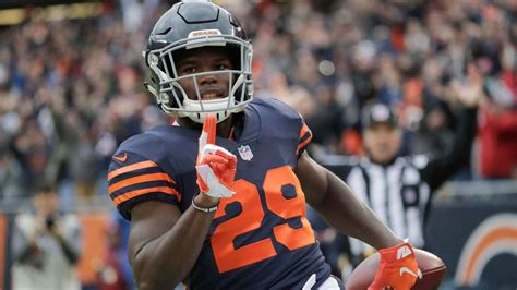 chicago bears tarik cohen races  yards  td