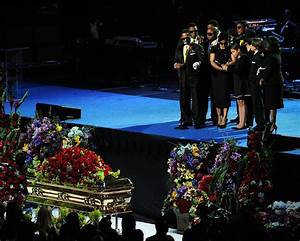 Rebbie Jackson in Memorial Service For Michael Jackson ...