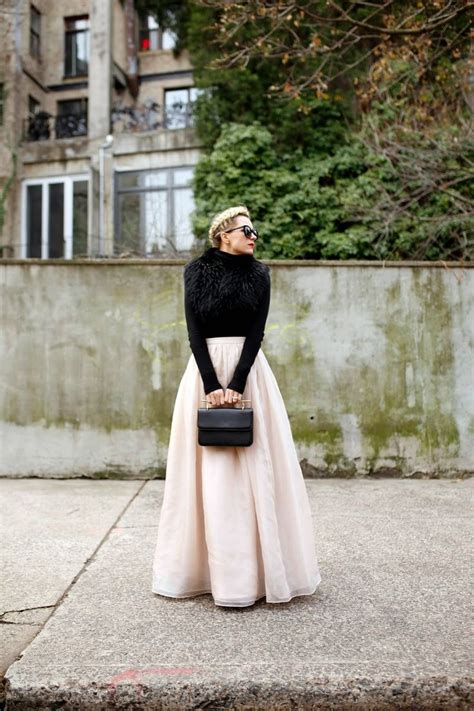 Picture Of stylish and comfy winter maxi skirt outfits 22