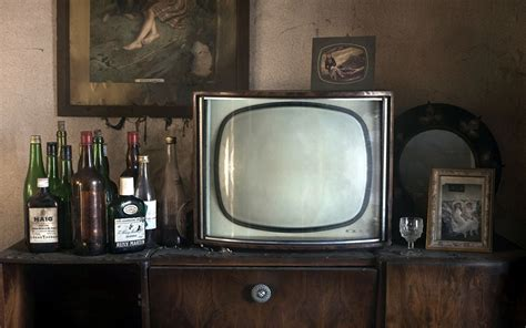 Tvs Classic 4k Wallpapers by Image Antique Bottle Television