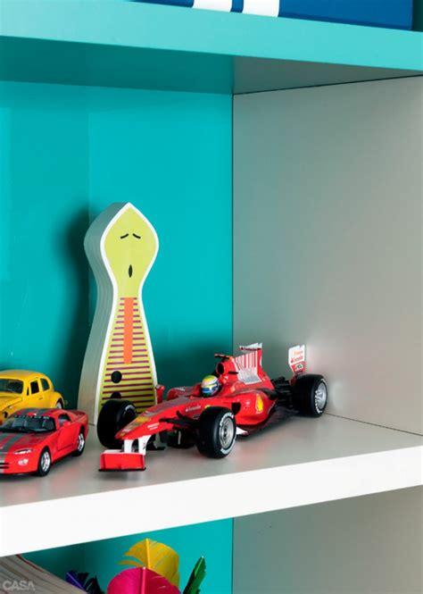 Minimalistische Einrichtung Des Kinderzimmersminimalistisches Kinderbett Fuer Kleine Kinder by Kinderzimmer F 252 R Jungs Farbige Einrichtungsideen