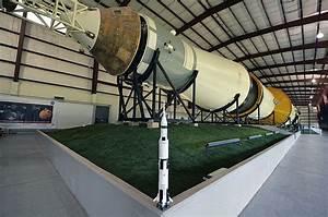 LEGO launches NASA Apollo Saturn V set (time lapse build ...