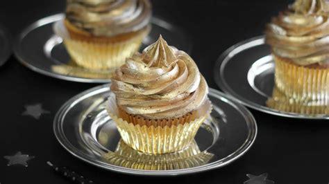 golden birthday cupcakes recipe bettycrockercom