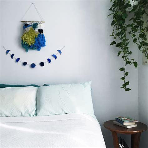 tenture plafond chambre idée déco chambre adulte la tenture murale tissée s