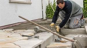 Unterbau Terrasse Pflastern : polygonalplatten verlegen so pflastern sie ihre terrasse mit natursteinen ~ Whattoseeinmadrid.com Haus und Dekorationen