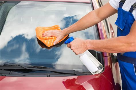 Some Helpful Tips and the Best Way to Clean Car Windows
