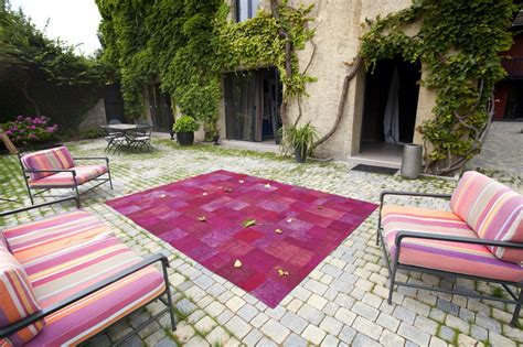 Grand Tapis Pour Terrasse Exterieure by Tapis Rose De Terrasse Photo 1 10 Un Tapis Rose Sur