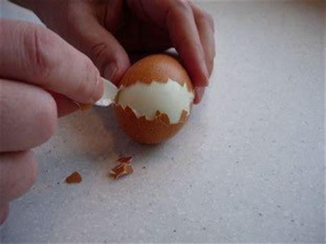 d饕uter en cuisine la blackeuse astuce cuisine enlever la coquille d œuf facilement sans effort