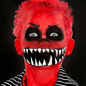 Schminken Zu Halloween : die besten 25 dracula schminken ideen auf pinterest halloween schminken dracula halloween ~ Frokenaadalensverden.com Haus und Dekorationen