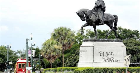 New Orleans Begins Removing Four Confederate Monuments