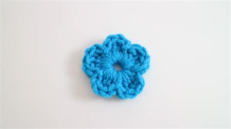 how to a flower easy crochet flower left hand youtube