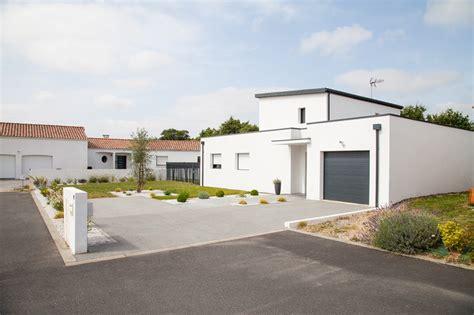 parvis garage moderne garage nantes par jardins de vend 233 e