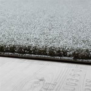 Tapis Vert Menthe : tapis design torsade tapis luxueux tincelant effet brillant vert menthe pastel tapis tapis poil ras ~ Melissatoandfro.com Idées de Décoration