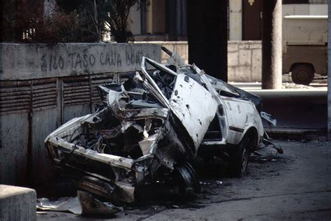 siege bulle file sarajevo siege crashed bullet holed car jpg