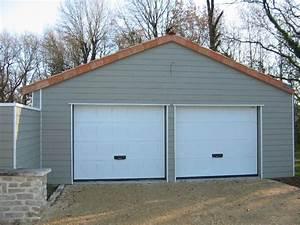 Garage en bardage clin composite avec double portes de for Porte de garage sectionnelle avec double porte pvc