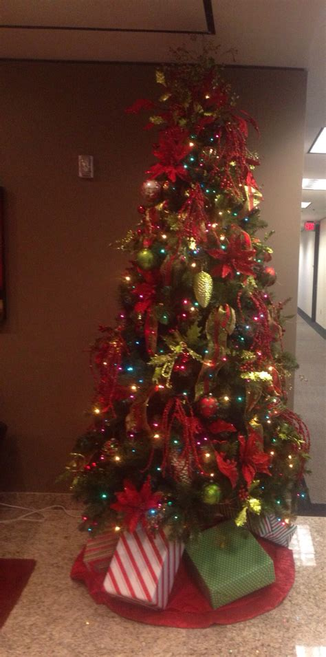 colored light christmas tree decorating ideas multi colored light tree with the traditional color ornaments