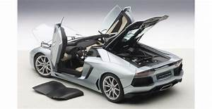 AUTOart 74697 Lamborghini Aventador LP 700-4 Roadster ...
