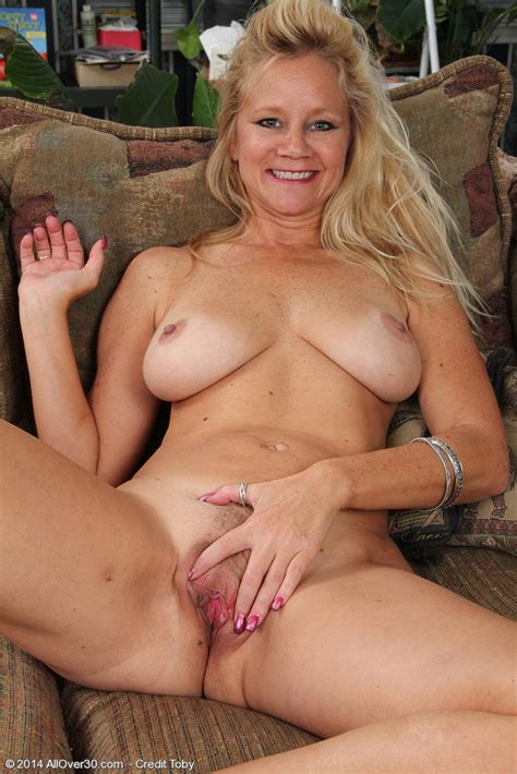 Sexy Milf Heidi Gallo Toying Her Shaved Pussy 1 Of 1