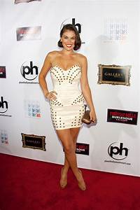 Serinda Swan in braunen Peeptoes | myFEETish