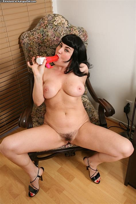 raven haired milf with big tits leasing her hairy gash with a vibrator