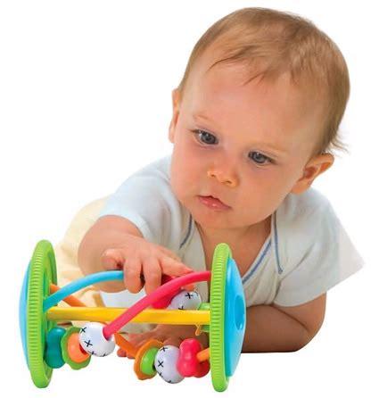 a quel age met on bebe dans une chaise haute quel jouet à quel âge
