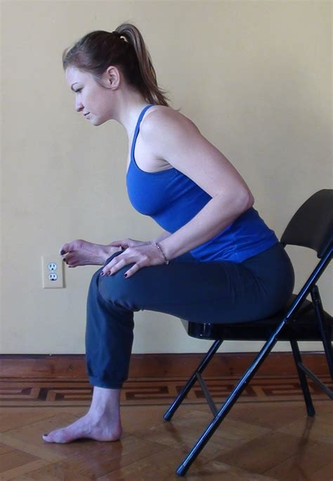 piriformis stretch sitting on a chair
