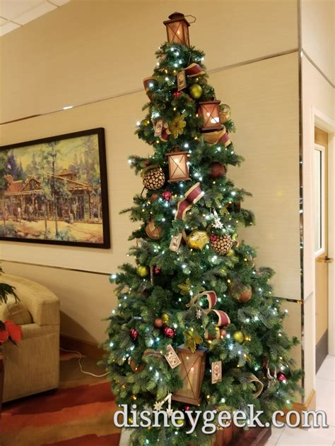 disneyland hotel christmas decorations  pictures