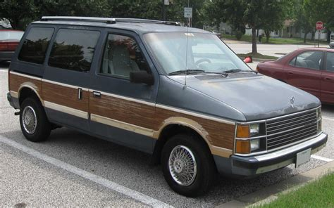 File:84-86 Plymouth Voyager LE.jpg - Wikimedia Commons