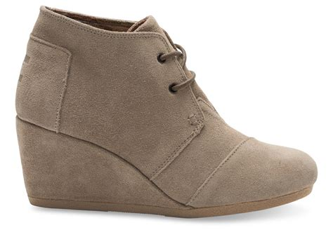 taupe suede 39 s desert wedges toms