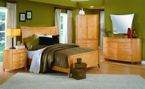 what paint colors best with maple bedroom furniture creative home designer