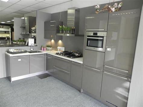 witte keuken met grijs blad meer dan 1000 idee 235 n over wit kookeiland op pinterest
