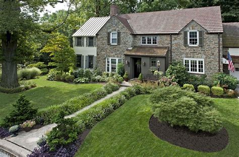 Landscape Ideas To Have A Good Appeal For Front Yard