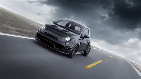 Pogea Racing's Fiat 500 Abarth Packs 405 Hp Into Carbon